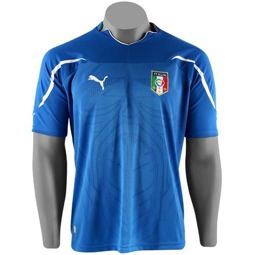 ee8f0611ff A cor azul da camisa da seleção italiana de futebol é a cor da monarquia –  apesar da Itália não ser mais uma monarquia.